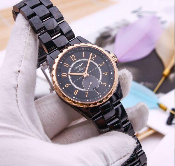 Đồng hồ cũ nhìn như mới