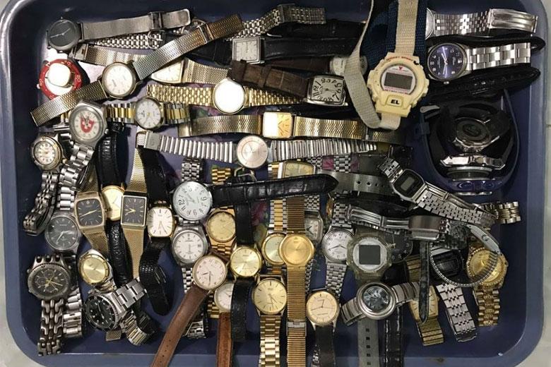 có nên mua đồng hồ nhật bãi